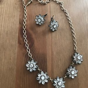 Chloe and Isabell flower necklace earring set